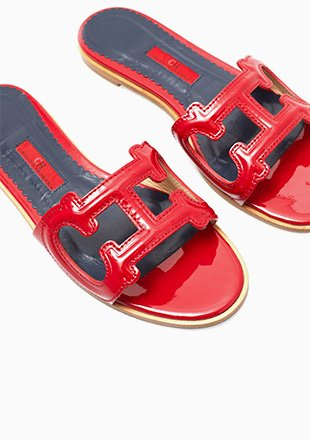 INITIALS INSIGNIA CUTOUT PATENT LEATHER SLIDES
